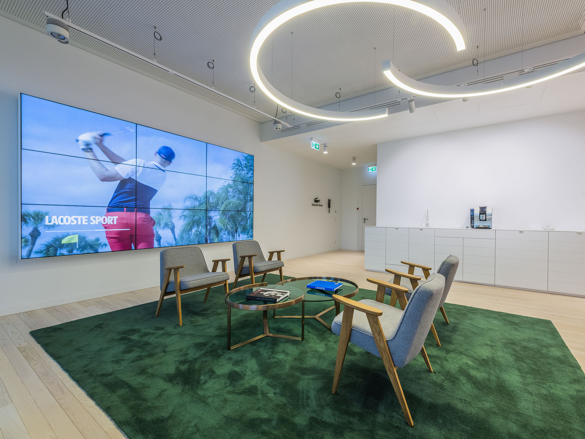 View on an additional seating area inside the Lacoste offices at Schwabinger Tor